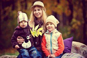 母親と2人の子供