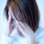 離婚を考えている女性の画像